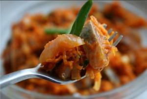 сельдь маринованная с морковью и томатом